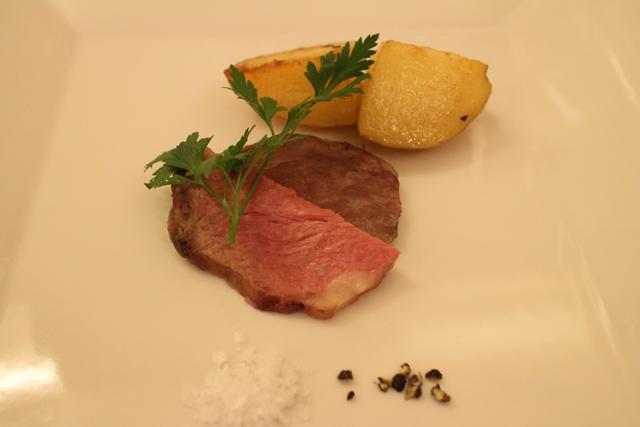 素材の香りと旨味を引き出した熟成ロース肉とじゃがいもの低温ロースト