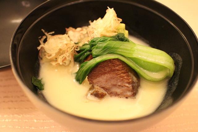 風味豊かな豆乳飴が引き立てる じっくり煮込んだ牛ホホ肉の和風ラグー