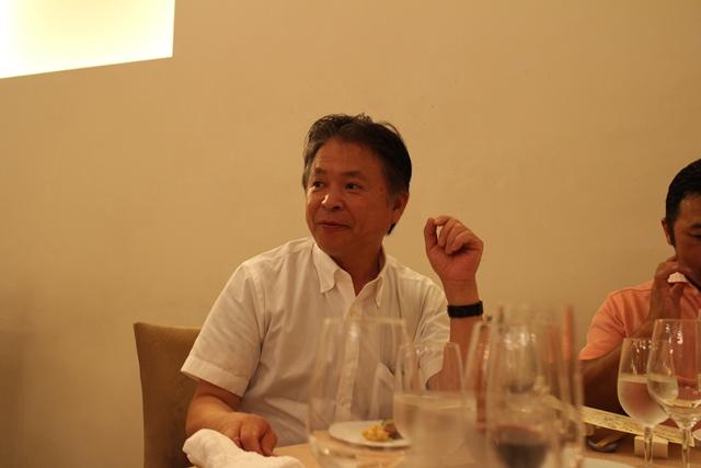 3月のポークバトルから親しくさせていただいている近藤さんは今回も同じテーブルだった。近藤さんは豚を1万頭飼っておられ、自然派 ハム工房 リーベフラウを運営されている。