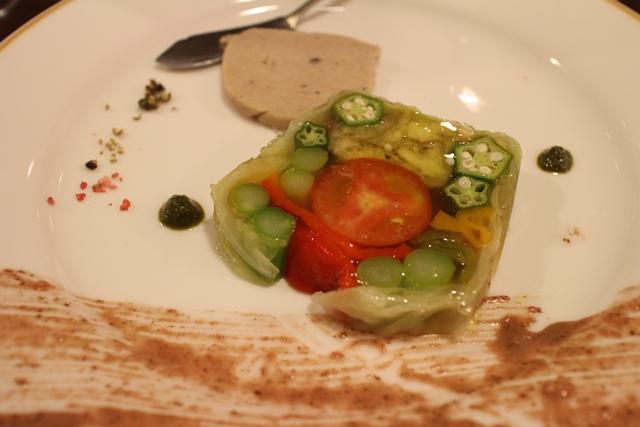 五種類の野菜のテリーヌ「愛農ナチュラルポーク」のリエットを添えて