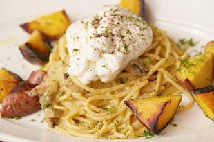 安納芋とブッラータのカルボナーラ